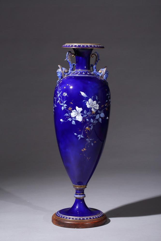藍底白釉瓶/亞熱帶花園─彩繪陶瓷展/鶯歌陶瓷博物館/新北/台灣