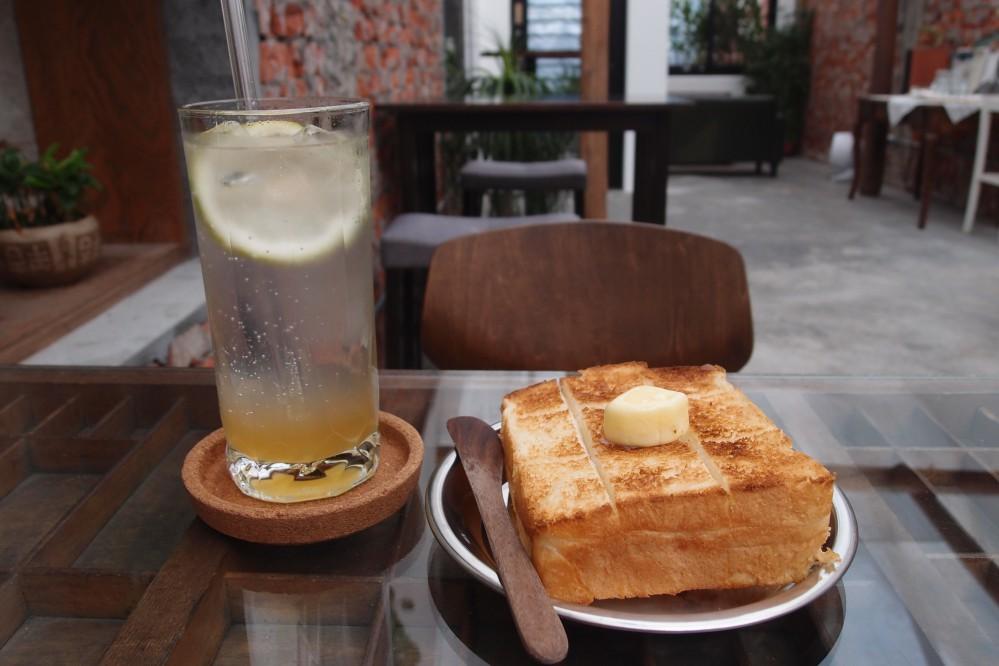 奶油吐司/這裡是咖啡店The place/羅東/宜蘭