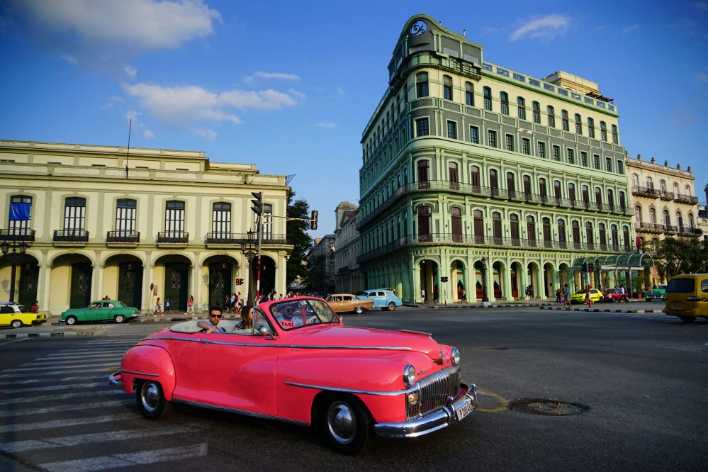 搭乘老爺車穿梭古巴哈瓦那