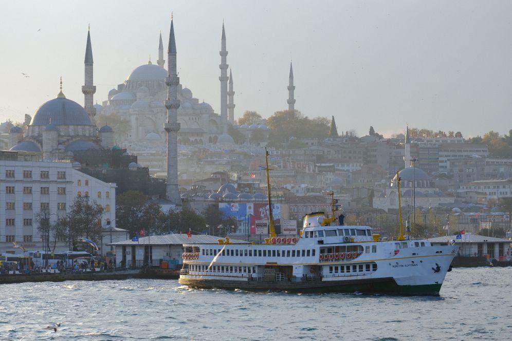 土耳其6月旅遊推薦搭乘遊船巡航博斯普魯斯海峽