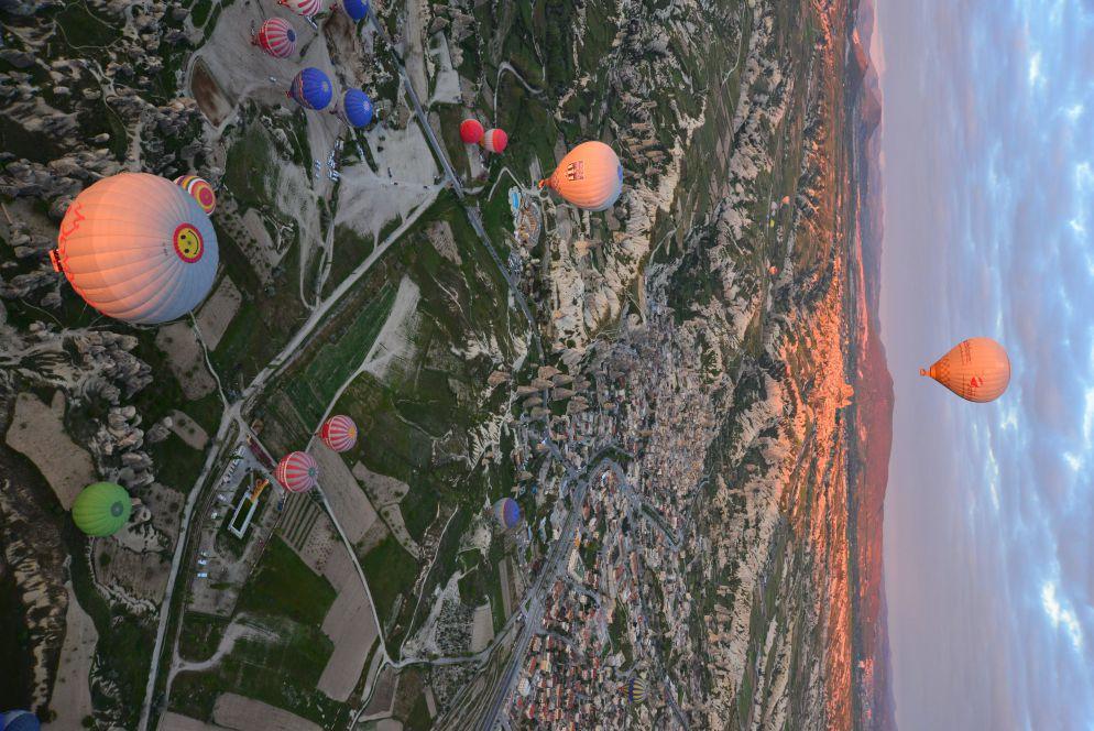 土耳其8月旅遊推薦體驗卡帕多起亞的彩色熱氣球