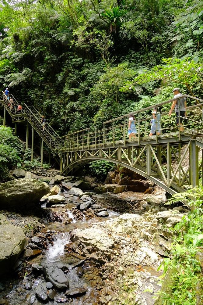 林美山石磐步道內的鋼構木棧道階梯
