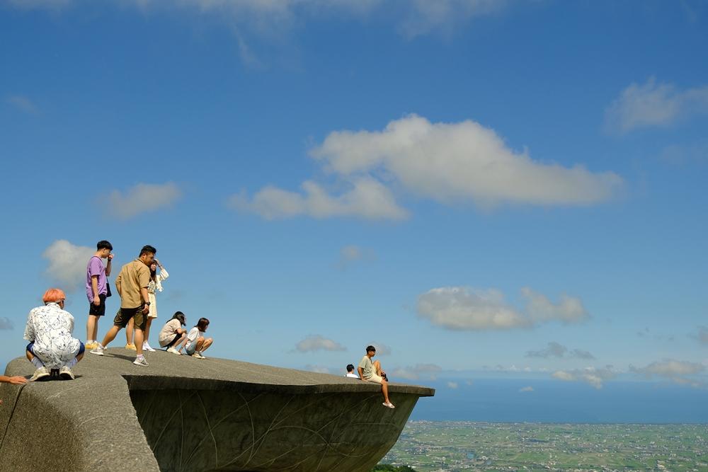 宜蘭打卡景點「渭水之丘」的弧形圍牆