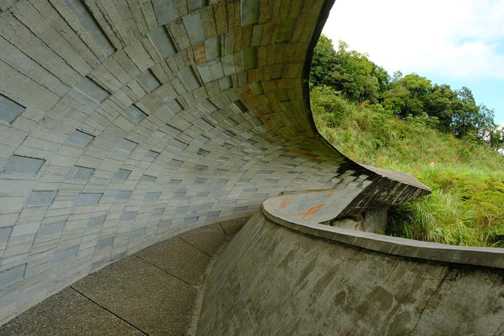 宜蘭打卡景點櫻花陵園的「橋中之橋」