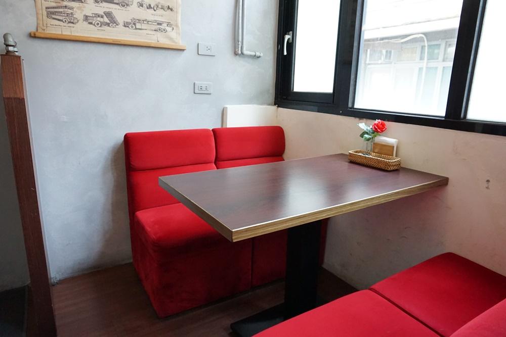 店內座位區/日向洋食/餐館/士林美食推薦/台北