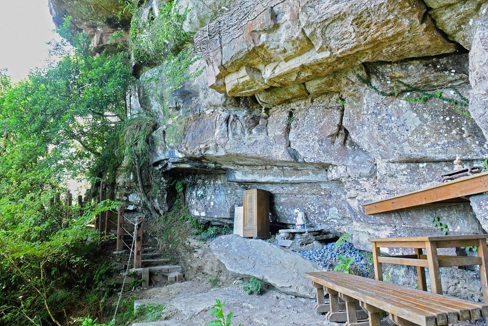 新店獅子頭山步道的佛祖洞