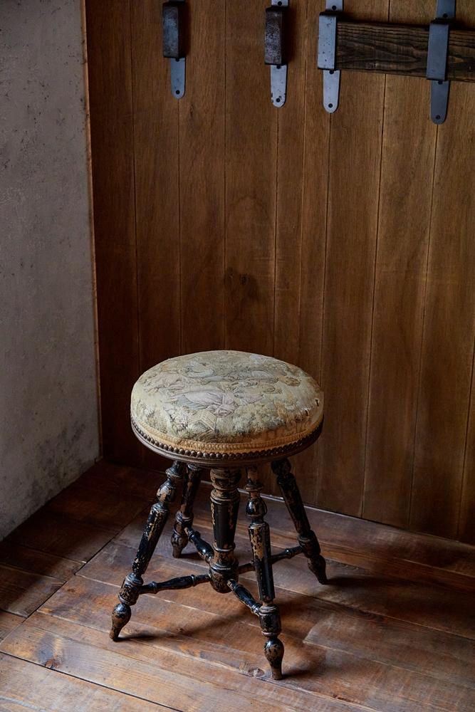 19世紀法國鋼琴椅 / 靑苔Moss Archives/家具/服飾/創意生活選物店/台南/台灣