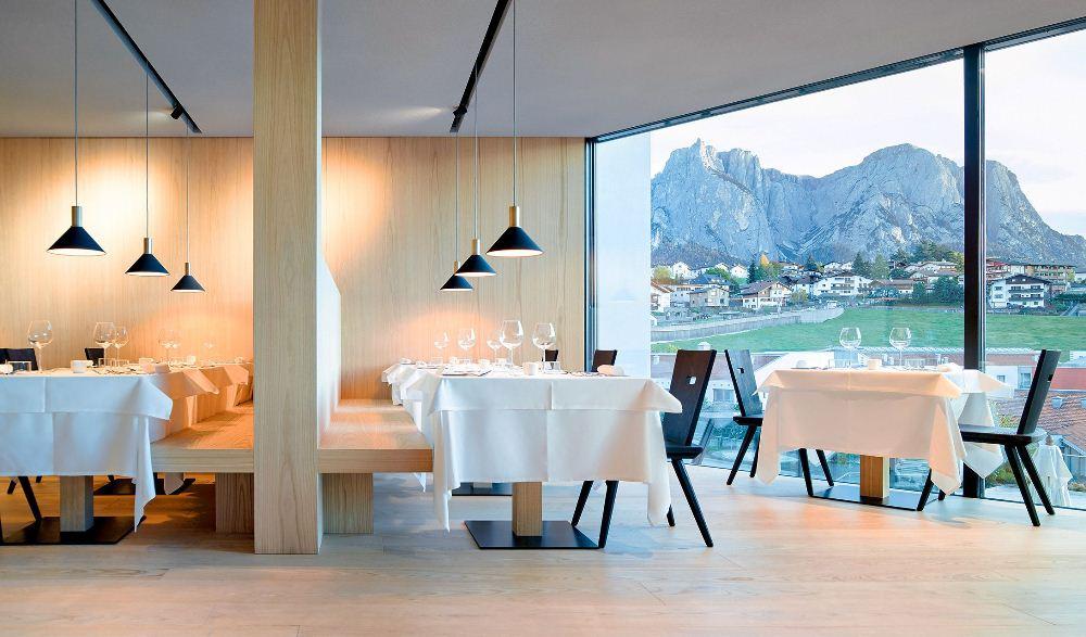 餐廳/內部空間/Schgaguler Hotel/旅館/義大利/阿爾卑斯山/歐洲
