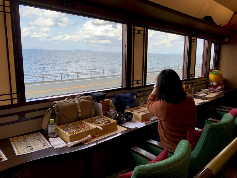 火車外觀/伊予灘物語列車/觀光列車/旅遊/下灘站/日本