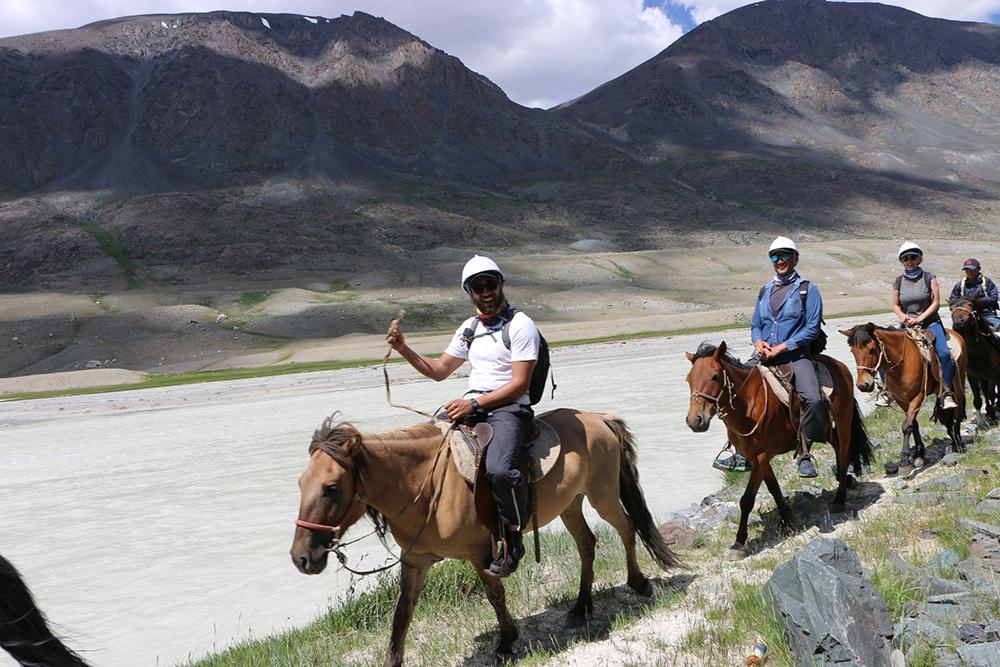 騎馬行程/15 Day Horseback Riding Tour in Western Mongo