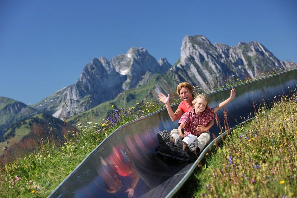 溜滑梯/2021奢華旅遊業趨勢報告/Ultima Collection/Globetrender