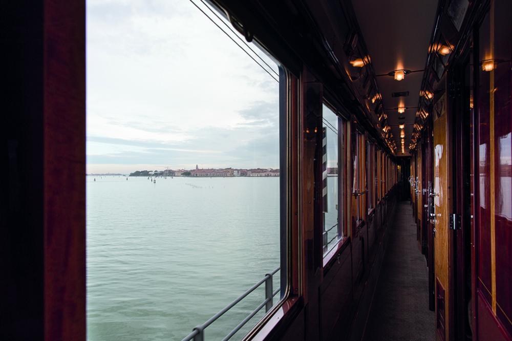 內部廊道/豪華列車/威尼斯新普倫東方快車列車/Belmond/歐洲