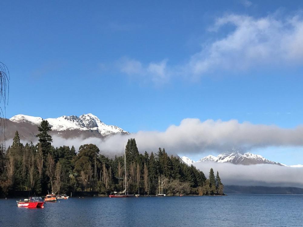 遊船/湖畔風景/瓦卡蒂波湖畔/皇后鎮/紐西蘭