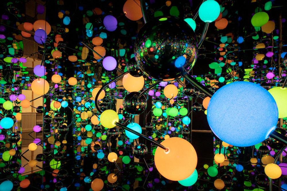 Infinity Mirror Room – The Eternally Infinite Ligh