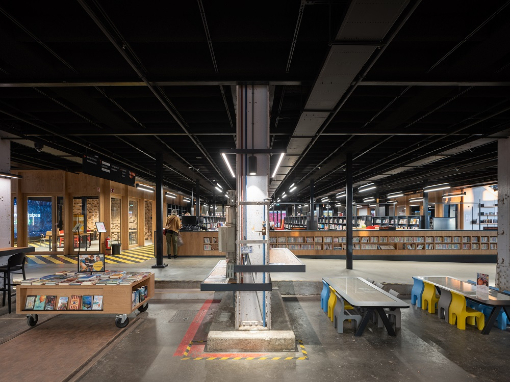 內部空間/LocHal 圖書館/蒂爾堡車站/荷蘭