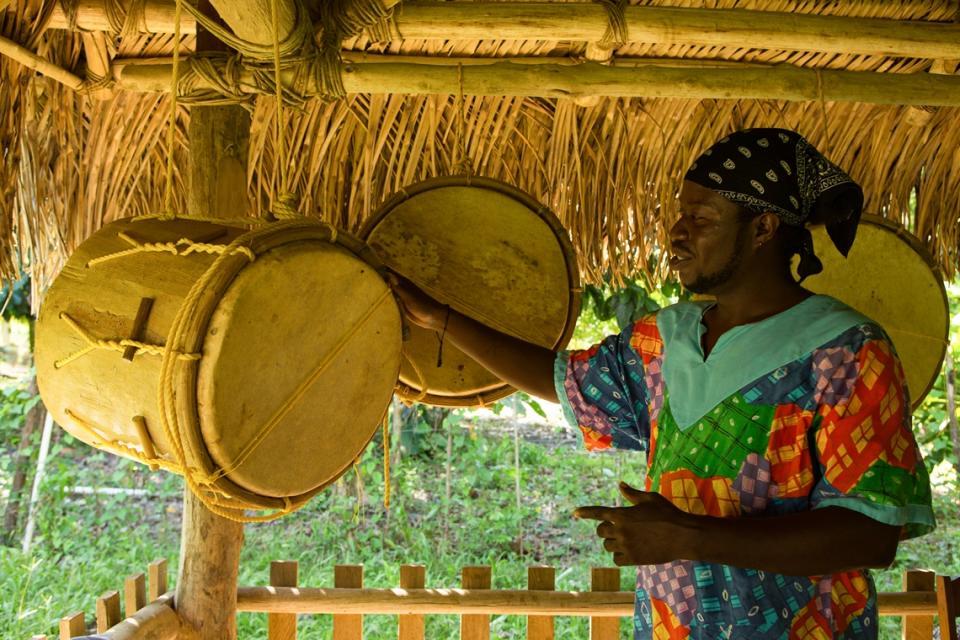 向Garifuna人拜師學打鼓