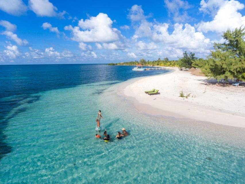 擁抱藍色加勒比海